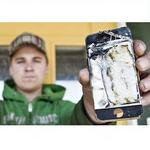 iPhone 4S smokes in guys pocket: video