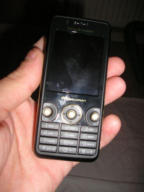 Sony Ericsson W660i up front