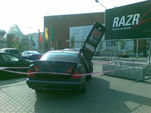 Motorola RAZR 2 kills Mercedes