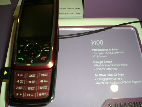 Samsung i400 on the stand
