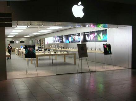 Two Apple Store employees charged for stealing 332 iPhones