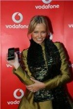 iphone-3gs-from-vodafone-stores-ambassador-lara-bingle-recruits