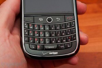 BlackBerry Tour with Verizon gets in-depth review and pictured