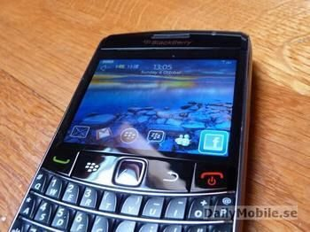 BlackBerry Onyx 9700 gets pictured.