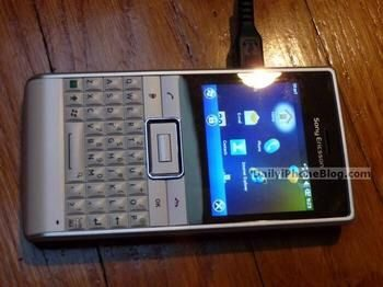 Sony Ericsson Faith Green Heart Handset gets Pictured