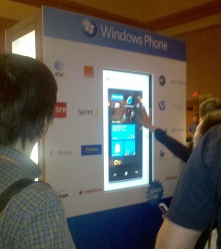 windows-phone-7-mix10-booth-shows-dell-as-partner