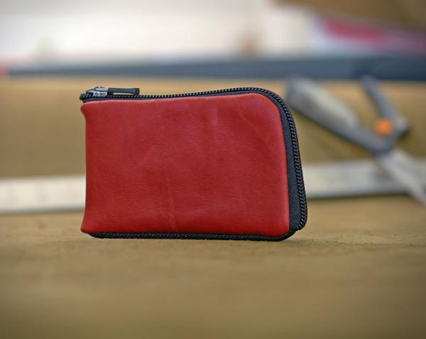 Finn Wallet stores an iPhone and cash, prefect for Fathers Day