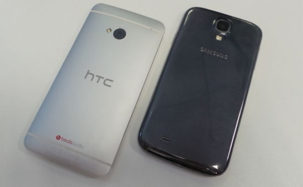 HTC One vs Samsung Galaxy S4 Google Edition pic 1