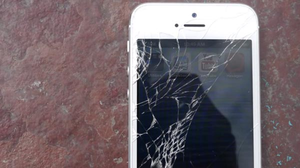 HTC-One-vs-iPhone-5-Drop-Test-smash
