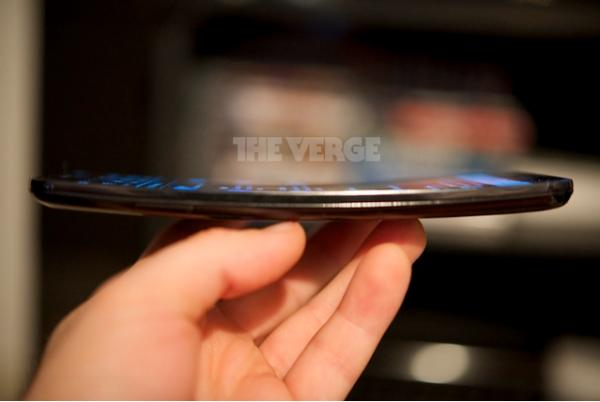 LG G Flex shows its curved face