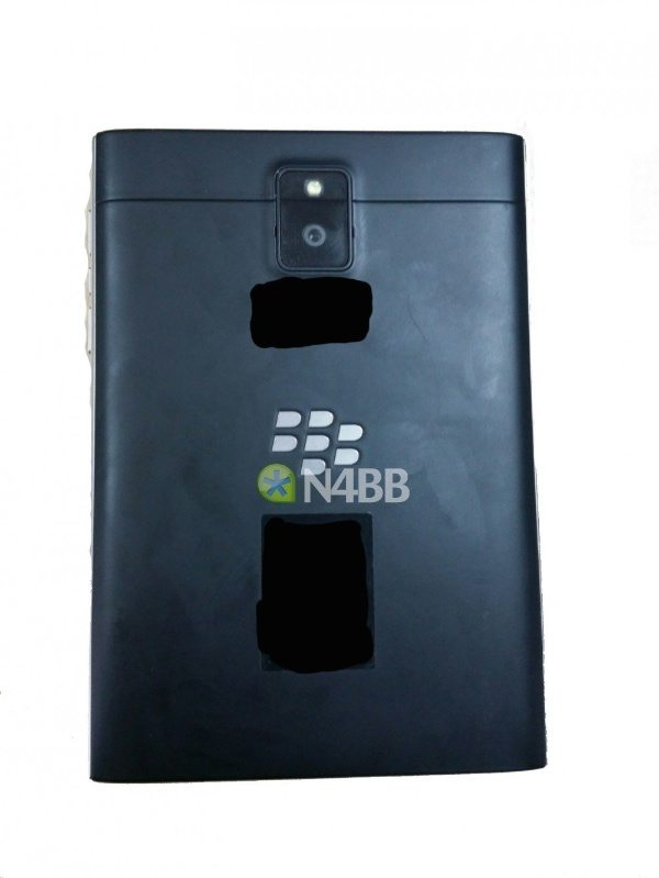 New BlackBerry Q30 images and specs backup