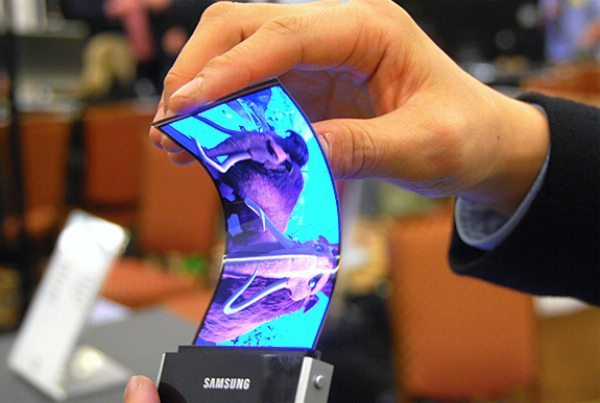 Samsung Galaxy Round flexible phone with Note 3 similarities