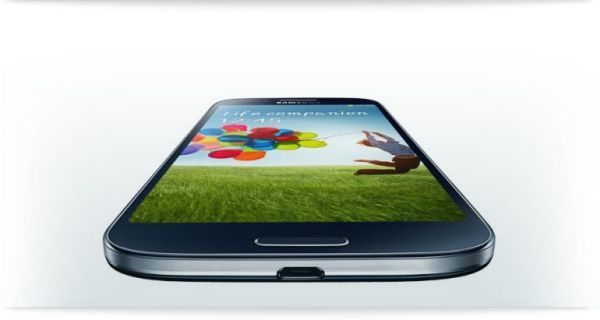 Samsung Galaxy S4 infographic detailing specs & features main pic