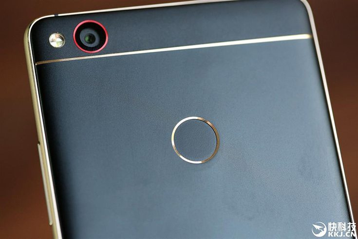 ZTE Nubia Z11 Black Gold Edition Rear