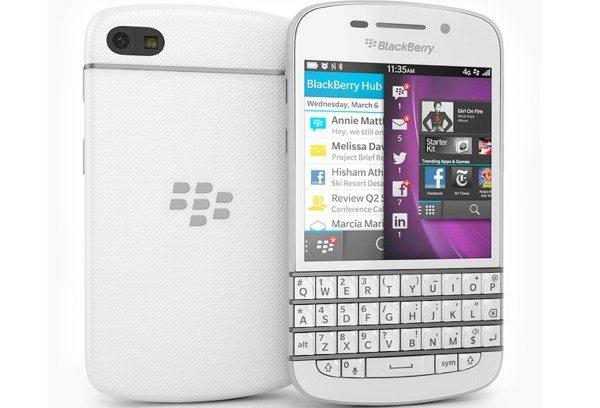 BlackBerry Q10 white model availability in UK