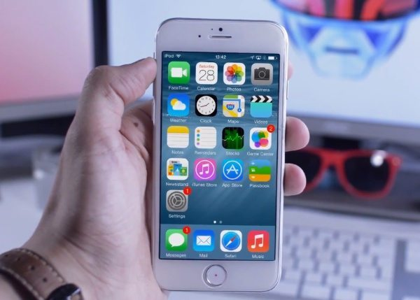 iPhone 6 running iOS 8 visualized on model