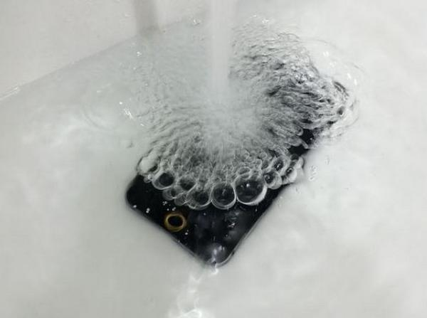 iPhone 6 specs could include the waterproof treatment