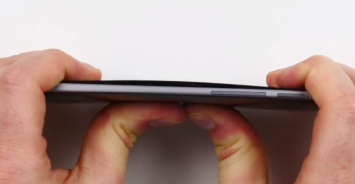 iPhone 6 vs Moto X and One M8 bend test b