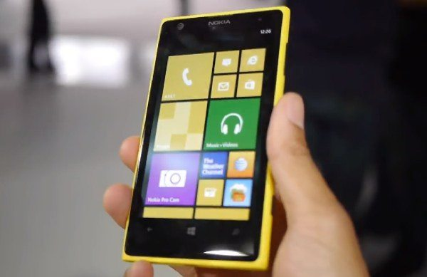 Nokia Lumia 1020 demo, camera and accessory videos