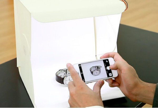 Smartphone photography improved with foldable studio idea