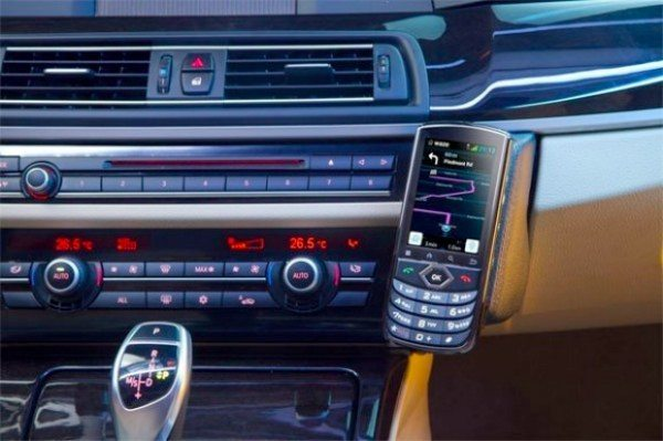 voyager-connected-car-smartphone
